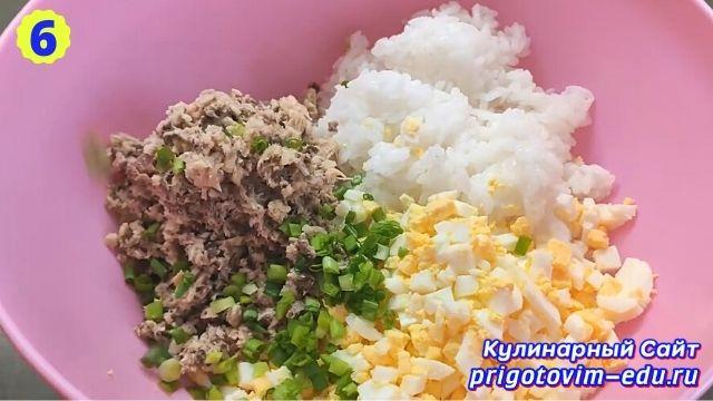 Рецепт приготовления салата из рыбных консервов с рисом и яйцом 6
