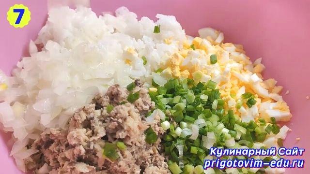 Рецепт приготовления салата из рыбных консервов с рисом и яйцом 7